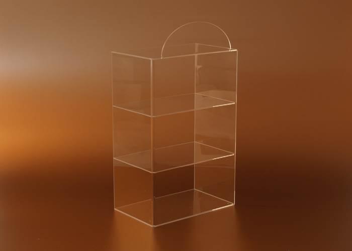 Műanyag vitrinek, displayek